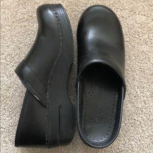 Black Dansko shoes size 39 US 9